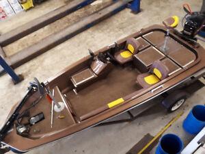 1984 16' Hydrasports Vector Bass Boat