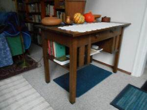 COLLECTIBLE ARTS & CRAFTS DESK