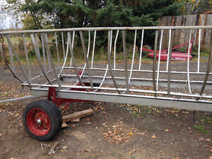 Round Bale feeder wagon, like new, save hay West Island Greater Montréal image 4