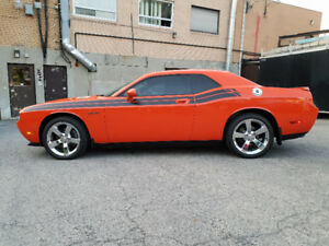 2010 Dodge Challenger R/T Classic 5.7L Hemi Orange 49,500KM .