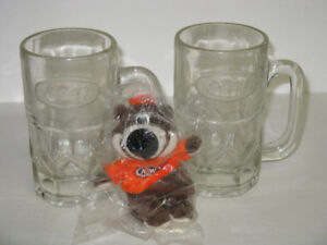 2 OLD A&W GLASS MUGS WITH BEAR