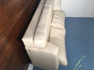 700$ two peaces leather Cindy Crawford sofa and matching ottoman