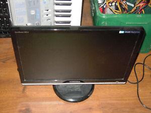 """LCD monitors - 22"""" 20"""" and 19"""""""