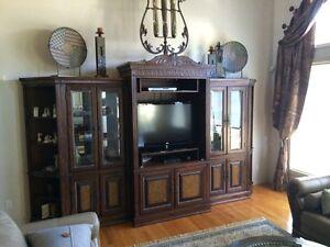 Magnussen 5 piece entertainment set in great condition  Windsor Region Ontario image 2