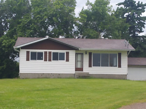 3 Bedroom House for Rent, 3 minutes West of Calmar
