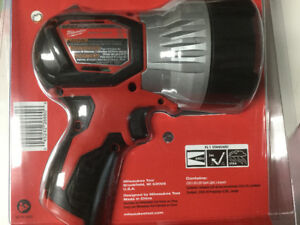 Milwaukee m12 high power spot light