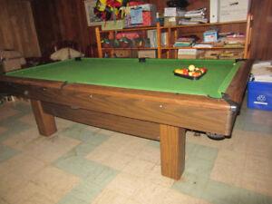 TABLE DE BILLARD - POOL TABLE