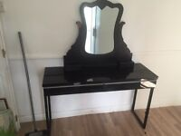 Black gloss desk with detachable mirror