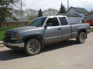 2006 Chev Silverado x.-cab/6.5 ft box ==FOR PARTS ONLY=