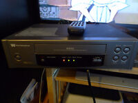 White-Westinghouse VCR VHS Player Recorder + Remote