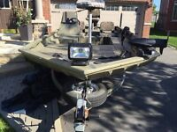 18 foot tracker fishing hunting boat w 90hp motor and trailer