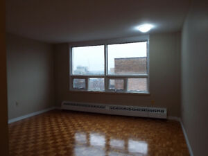 Bright Updated Bachelor Unit Near Mumford Transit Sept 1st