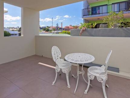 Room for rent - Walking Distance to City!