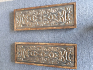 2 Piece Unused Wooden Wall Decoration