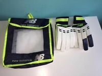NEW BALANCE BATTING GLOVES (r/h) BRAND NEW
