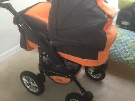 Travel System. Pram with suspension and accessories.