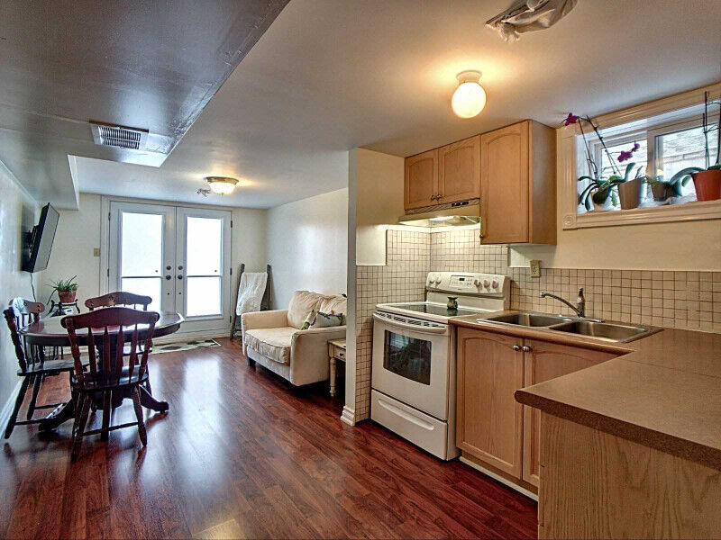 1 BEDROOM WALK-OUT BASEMENT APARTMENT IN BRADFORD ...