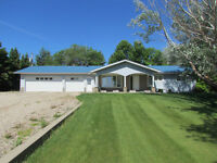 4bdrm Home On 4 Treed Acres Near Morris; 25mins to Winnipeg