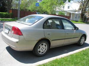 Honda Civic 2003 4 portes transmission manuelle parfait état.