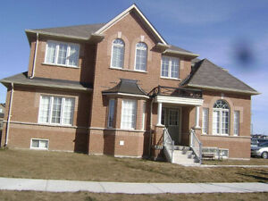 Big furnished room in a very clean house in Brampton