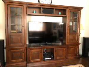 Traditional 4-piece wall unit