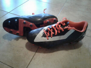 Men's size 8 soccer cleats