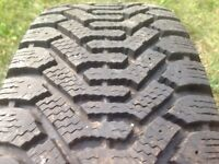 LIKE NEW! P195/60/R15 Winter Tires