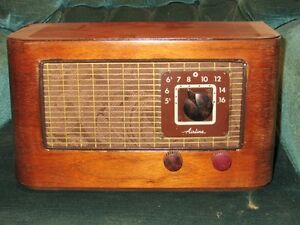 Antique Wards Airline Tube Radio