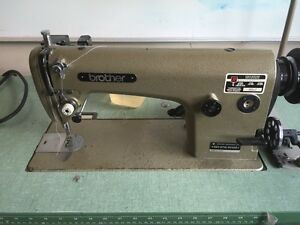 Industrial sewing maching