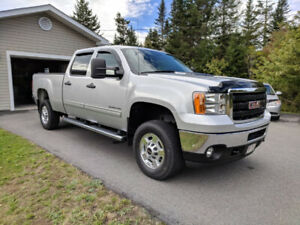 2011 GMC Sierra 2500HD 6.0L Crew Cab Located in Saint John NB