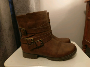 Size 8.5W boots/ bottes taille 8.5W