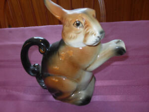 Vintage - Bunny tea/coffee pot