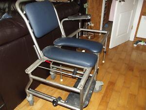 chaise pour mettre dans le bain glissante et roulante