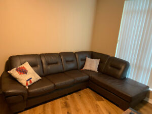 GENUINE LEATHER SECTIONAL IN A BRAND NEW CONDITION FOR SALE