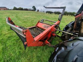 Tractor three point linkage hydraulic bale unwinder feeder