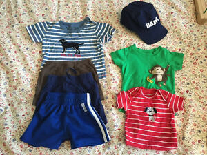 Lot d'été (garçon 12 mois) Summer lot of boys' clothing