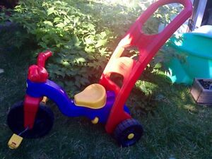 Vélo tricycle Fisherprice enfant