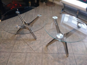 **TABLES DE SALON EN VERRES ET STAINLESS