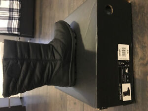 Youth boys Sorel winter boots size 2.