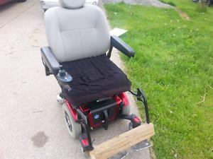 Quantum 600 Power Wheelchair