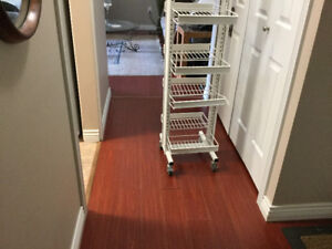 WHITE DISPLAY STAND WITH DISPLAY SHELVES ON WHEELS THAT LOCK