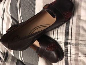 Brand new brown dress shoes