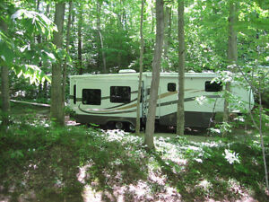 2006 Mobile Suites 5th Wheel Trailer
