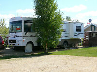 2006 30' Winnebago motorhome with tow vehicle, excellent shape