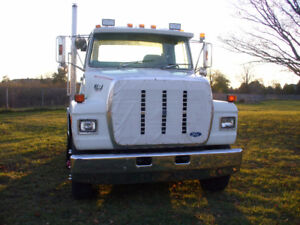 1990 Ford L8000 S/A Tractor