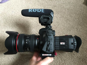 2 Month old CANON 6D with Lens and Video Kit Accessories