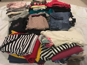 LOT OF YOUNG WOMEN'S CLOTHING (53 items)