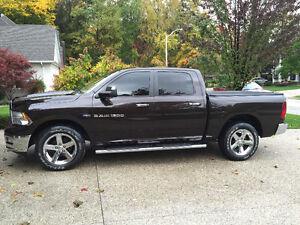 2011 Dodge Ram 1500 SLT 5.7L HEMI 4x4 CREW CAB Pickup Truck