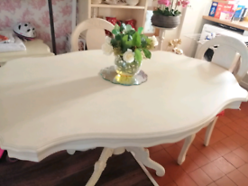 Beautiful French Chabby Chic solid wood large table with 4 chairs