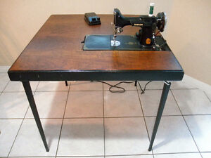 SINGER FEATHERWEIGHT SEWING MACHINE yr1941 & TABLE